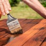 Farby i lakiery do drewna – pomagamy je dobrać