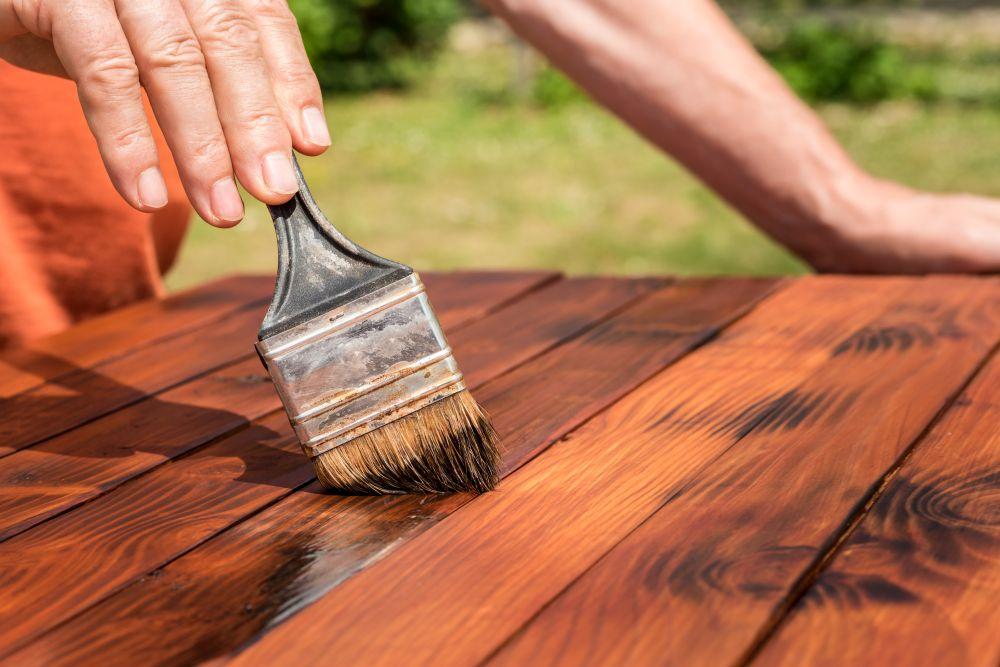 lakierowanie drewna